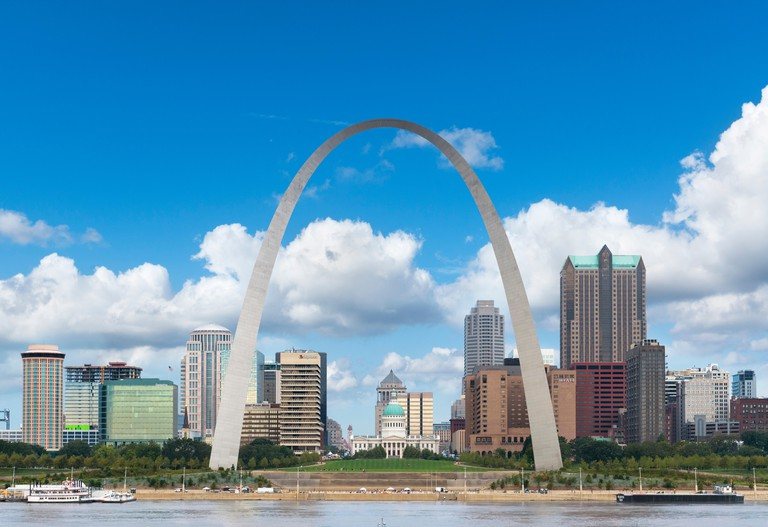 View of the St Louis skyline from across the Mississippi River with the Gateway Arch framing the Old Courthouse, St Louis, Missouri, USA