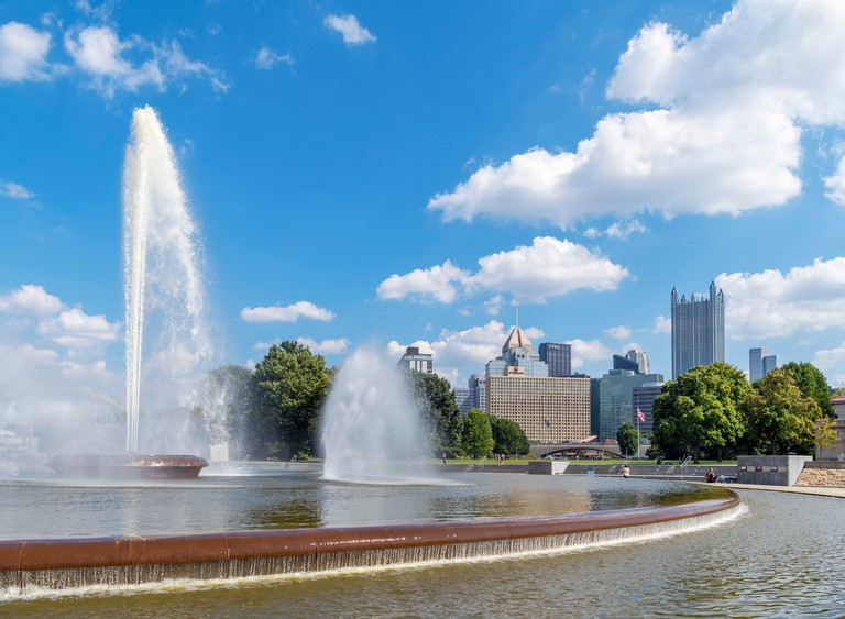 Skyline of downtown Pittsburgh from the fountain in Point State Park, Pennsylvania, USA