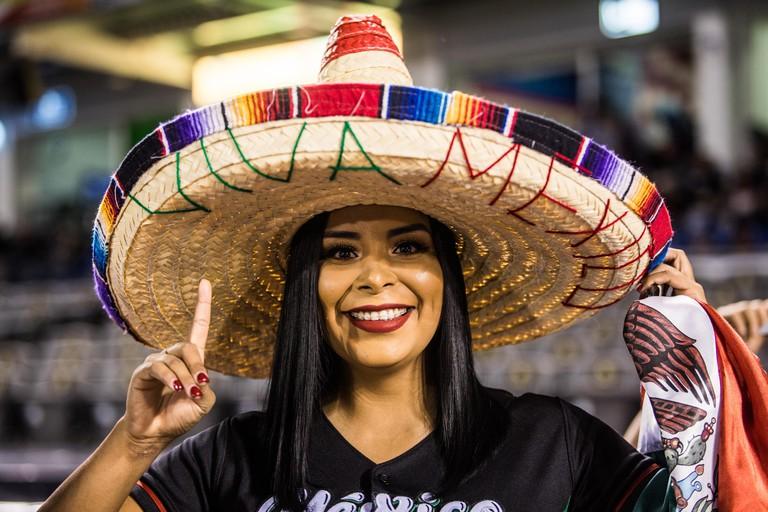 Aficionada mexicana  con susombrero de charro, durante la   Serie del Caribe en estadio de los Charros de Jalisco en Guadalajara, Mexico, Martes 6 feb