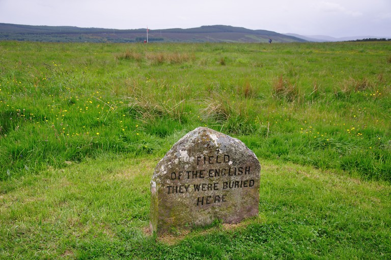 Memorial headstone on Culloden Moor, site of the Battle of Culloden, Scottish Highlands, Scotland, United Kingdom. Image shot 2011. Exact date unknown.