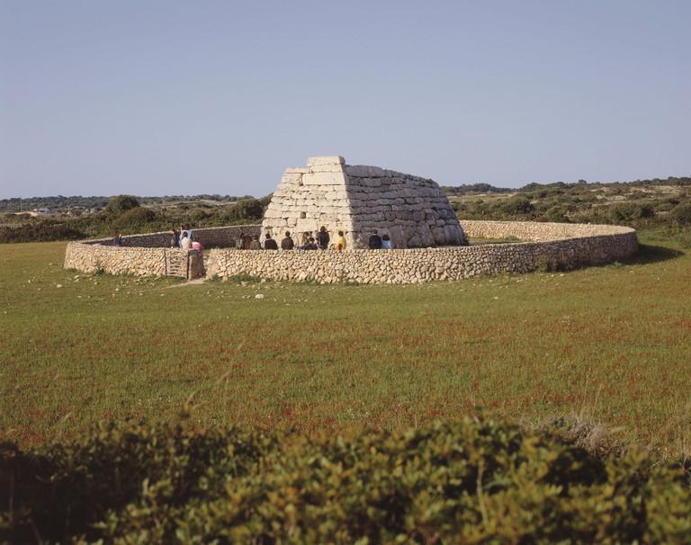 E / Menorca, Naveta d'es Tudons