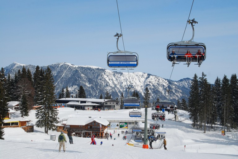 Germany,Bavaria,Garmisch-Partenkirchen,Hausberg,skiing area Kreuzwankl,armchair lift,ski lift,armchair lift,ski runway,mountain steelworks,ski steelworks,top terminal,skiing area,Kreuzwankl,