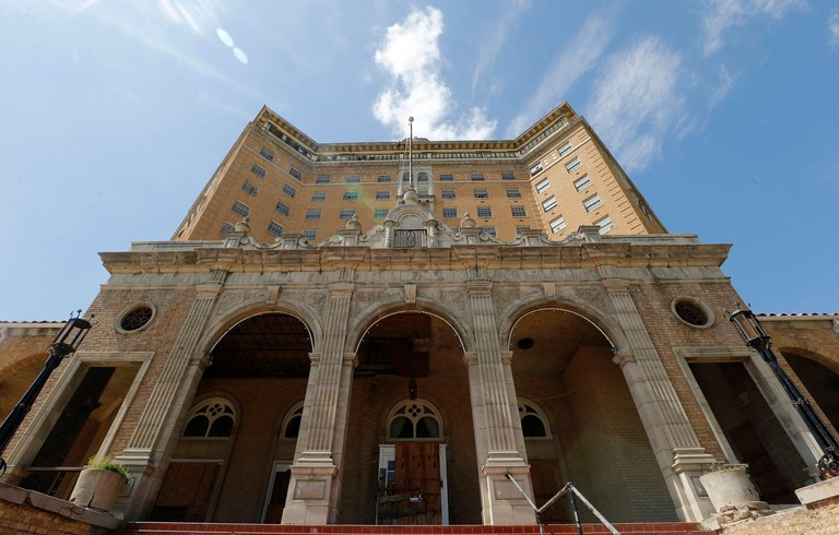 Mineral Wells, USA. 31st Mar, 2015. The exterior of the Baker Hotel in Mineral Wells shows its former grandeur on Tuesday, March 31, 2015. Credit: Rodger Mallison/Fort Worth Star-Telegram/TNS/Alamy Live News