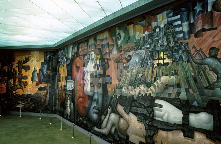 Concepcion; Universidad; mural de artista mejicano en Casa del Arte.
