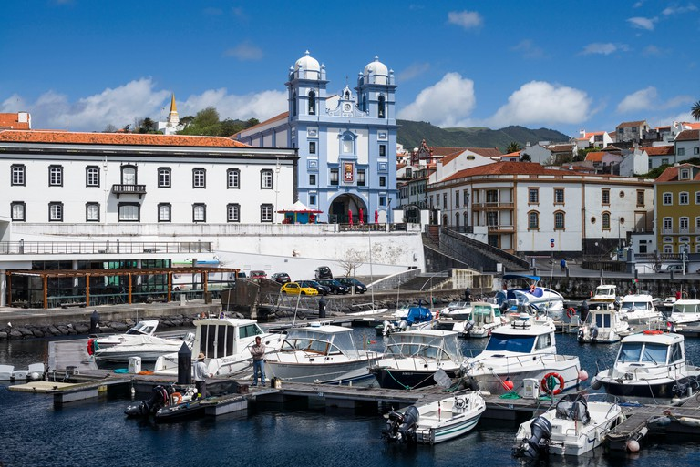 Igreja da Misericordia church and the marina