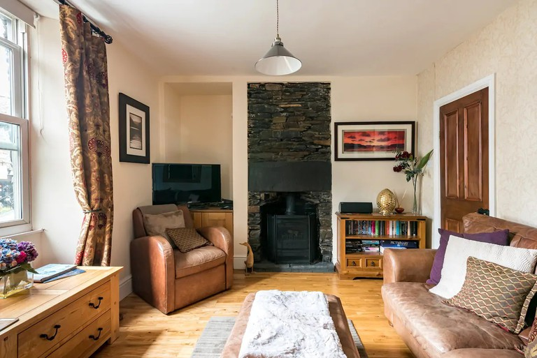 Puddleduck Cottage in the centre of Windermere Village, Lake District