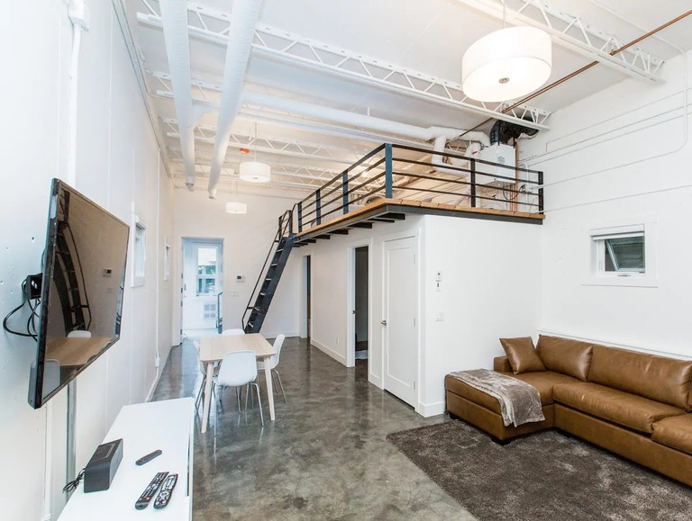 #3 Beautiful Bridgeland modern LOFT apartment, Calgary