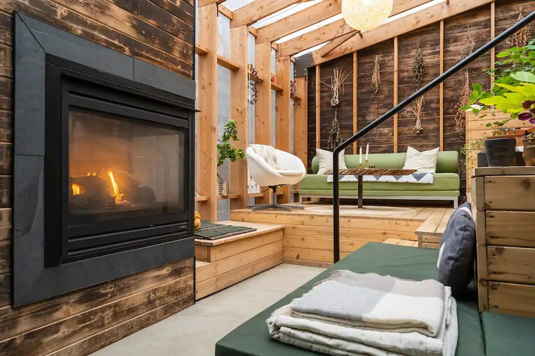 Field House - Private Suite with Solarium & Sauna, Calgary