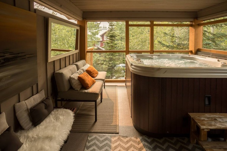 Mountain Bliss with Private Hot Tub, Whistler