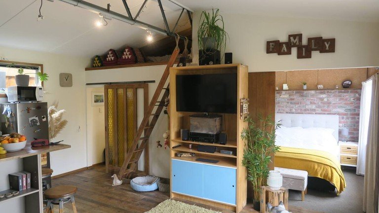Quirky Seaside Bach, long stay discount