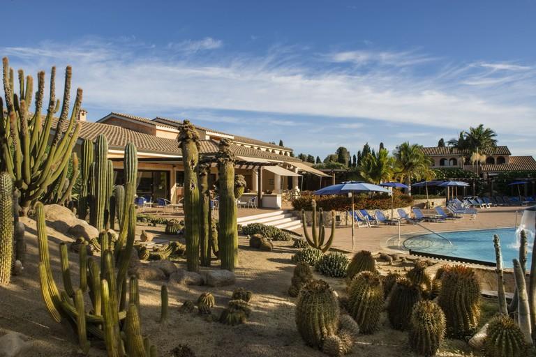 Lantana Resort Hotel & Apartments