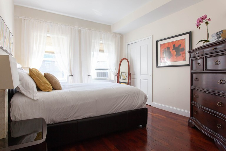 Super Clean 3 bedroom + Free Parking 12 mins to Times Sq