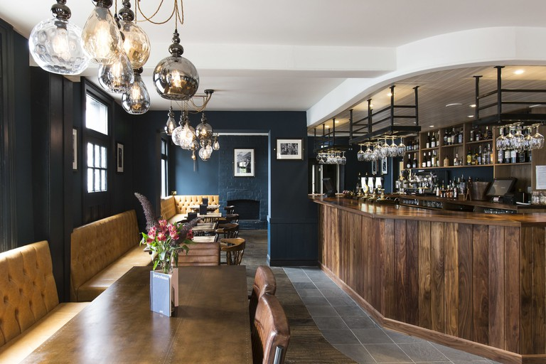 Porterhouse Grill & Rooms