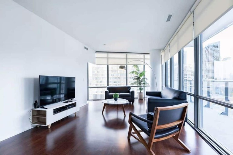 Canada Suites – 832 Bay St