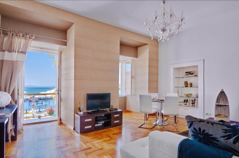 Deja Views Apartment