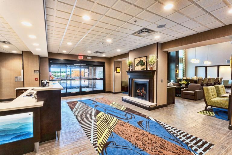 Hampton Inn & Suites Duluth North:Mall Area