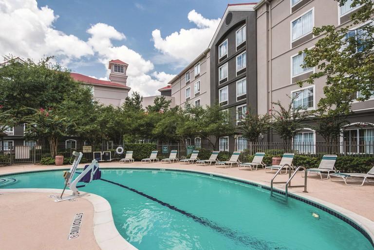 La Quinta Inn & Suites by Wyndham Houston Bush IAH South