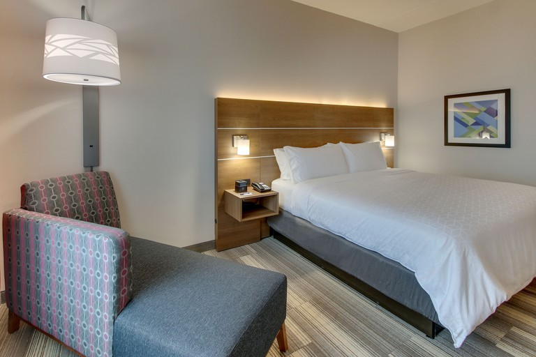 Holiday Inn Express & Suites Nashville Metrocenter Downtown
