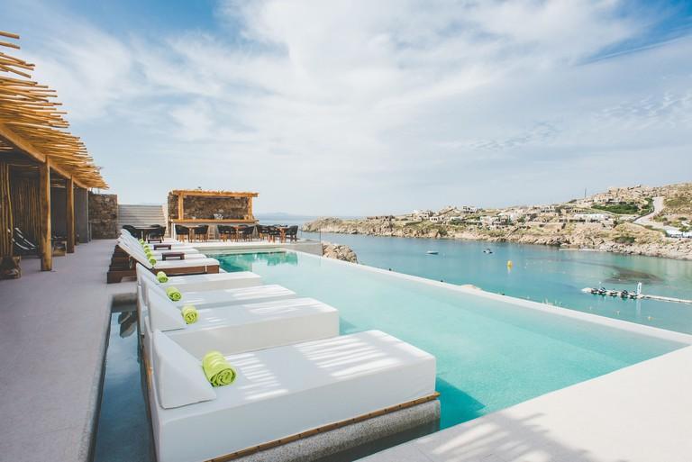 Super Paradise Suites & Rooms
