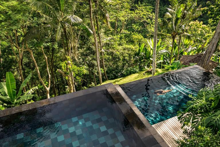 COMO-Shambhala-Estate_View-on-the-residence-and-COMO-Suite-pools