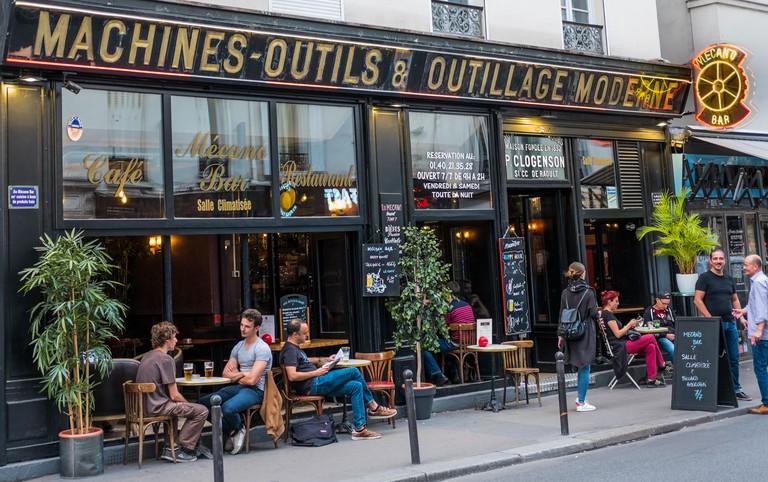 street scene in front of cafe, restaurant le mecano