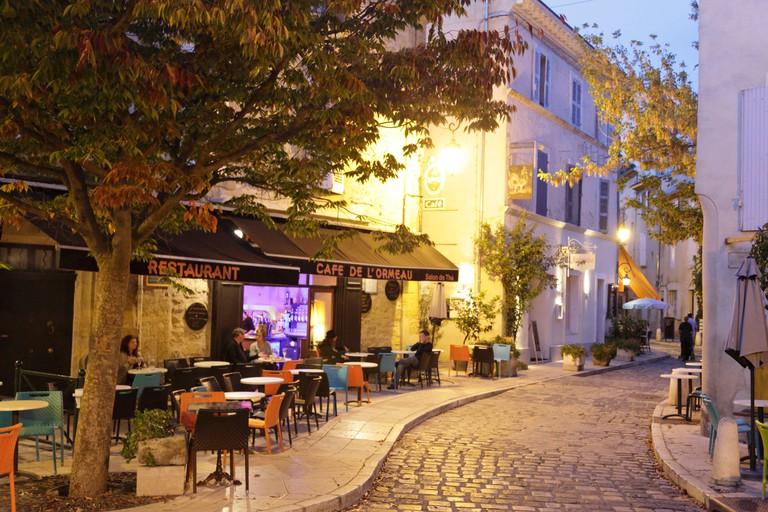 F/Provence/Vaucluse/Luberon/Lourmarin: Nachtaufnahme im Dorf