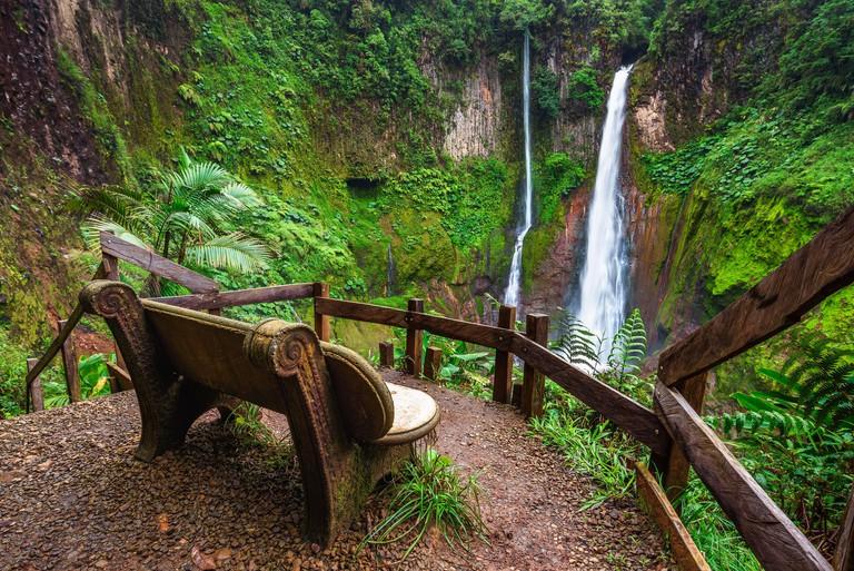 Empty bench at the Catarata del Toro waterfall in Costa Rica - 2BT967T