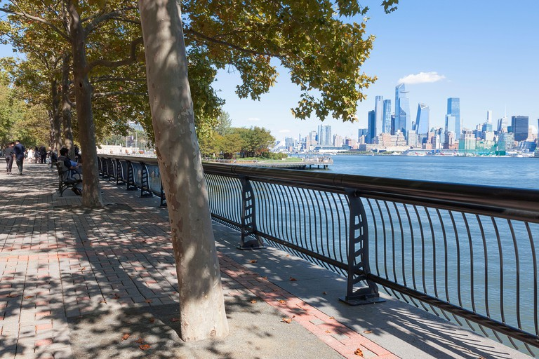 View of New York City/Manhattan skyline from across the Hudson River at Hoboken, New Jersey's waterfront. 2D1BY6W