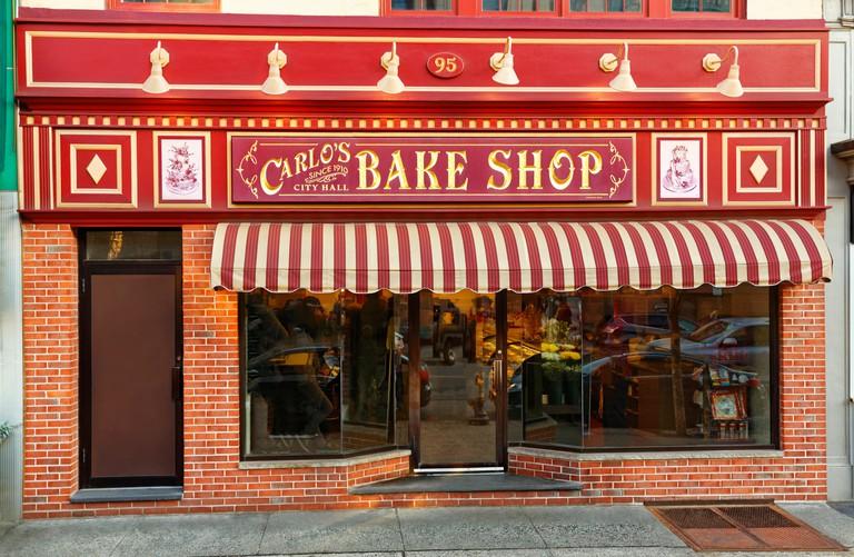 The original Cake Boss Storefront in Hoboken, NJ - J06N8X
