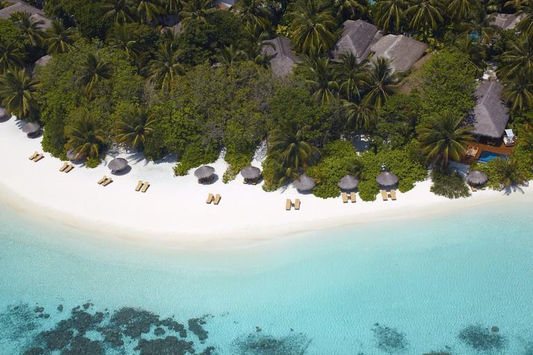 ©Baros Maldives_Beach View_HR (5)