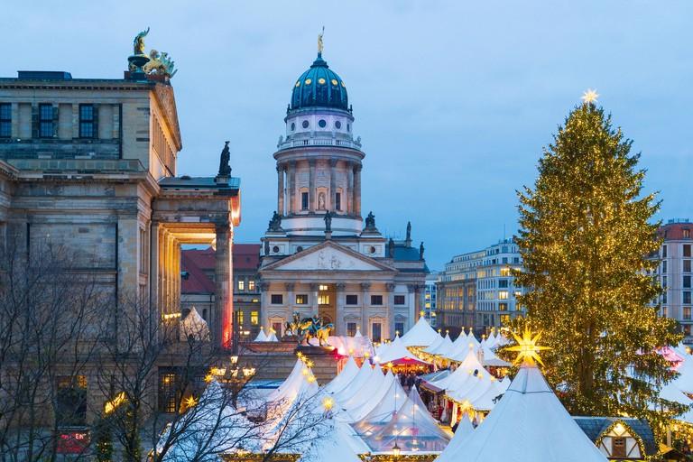Traditional Christmas Market at Gendarmenmarkt in Mitte, Berlin R5B662