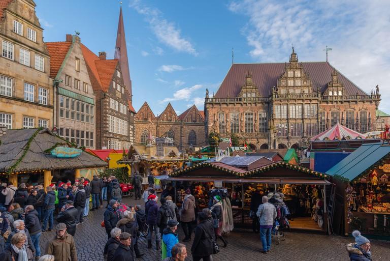 Christmas market, Marktplatz in the city centre, Bremen, Germany, Europe M0XMR5