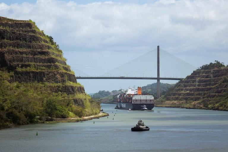 Panama, Panama Canal, Gaillard cut & Centennial bridge