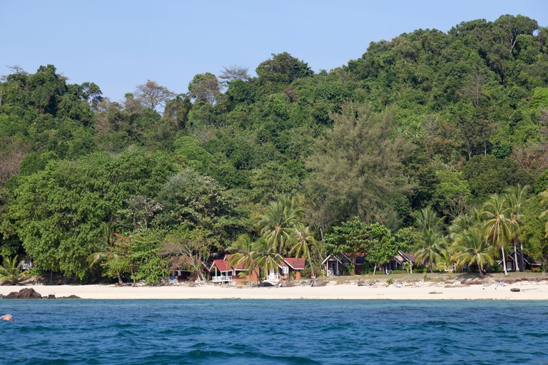 In Bulon Lae Island, bungalows at Pansand resort in the Ko Phetra maritime national Park (Thailand)Ile de Bulon Lae (Thailande)