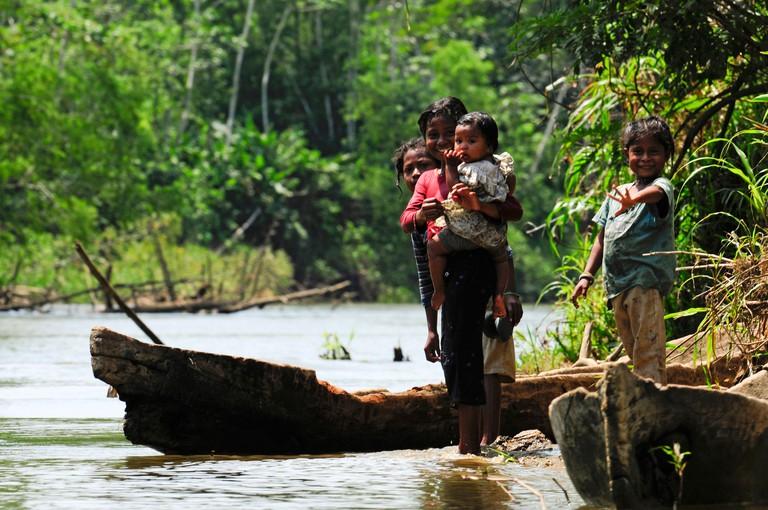children of Miskito people at a river bank, Honduras, La Mosquitia, Las Marias