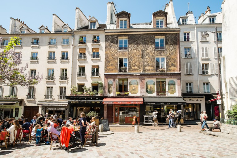 People eating lunch at an oudoor cafe on Rue Mouffetard, Paris, France