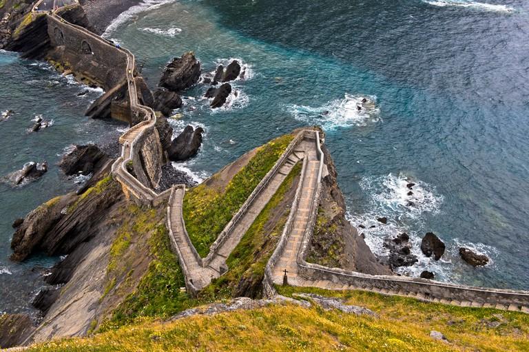 Zigzag path to the islet Gaztelugatxe near Bakio, Costa Vasca, Bay of Biscay, Basque Country, Spanien