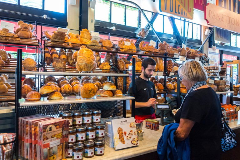 """San Francisco, CA, USA, Inside View, Woman Buying Bread, Display, """"Boudin"""", American Bakery Shop, Sourdough Bread, Counter, Fisherman's Wharf, bakery shelves display. Image shot 2016. Exact date unknown."""