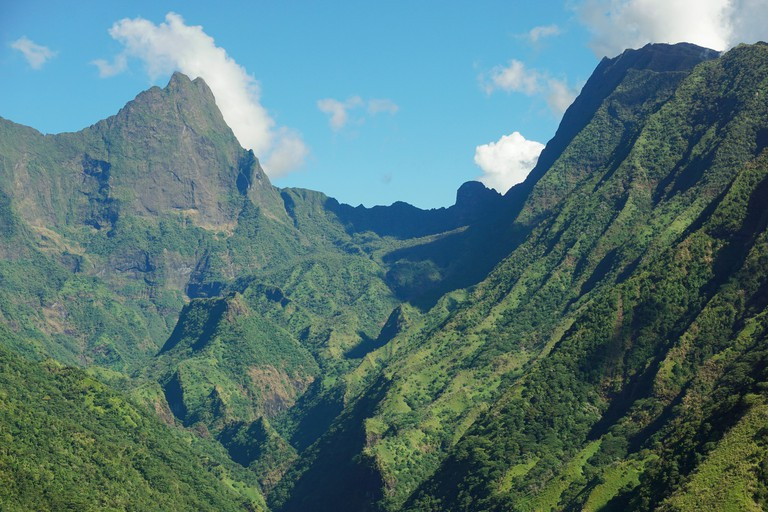 Mountains of Tahiti island, the mount Orohena on the left ( highest point of French Polynesia ) and the mount Aorai on the right, South Pacific