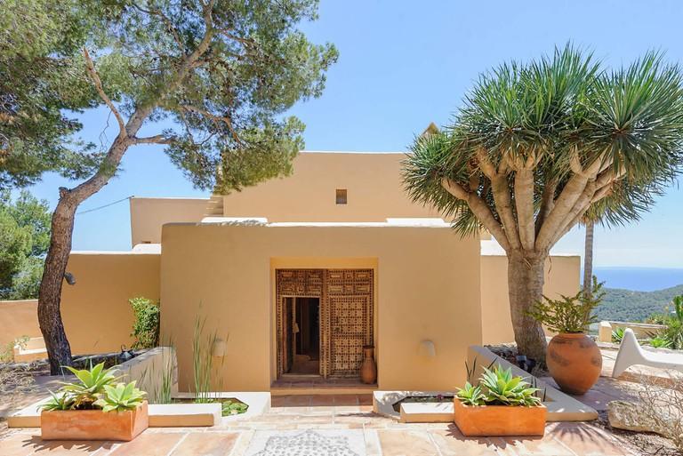 himmel-mansion-exterior-main-entrnace-front-terrace