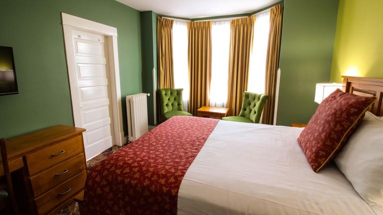 James Bay Inn Hotel
