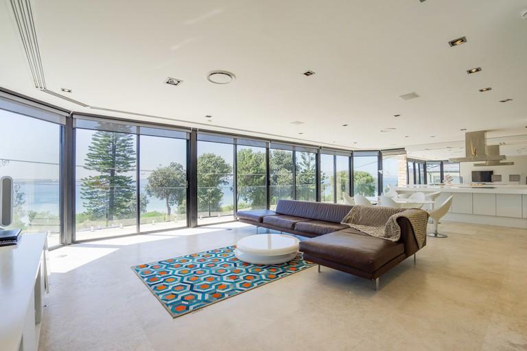 Luxurious Resort Living House