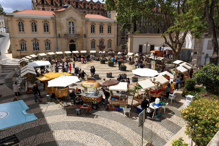 Market stalls set up outside the thermal hospital in Caldas da Rainha