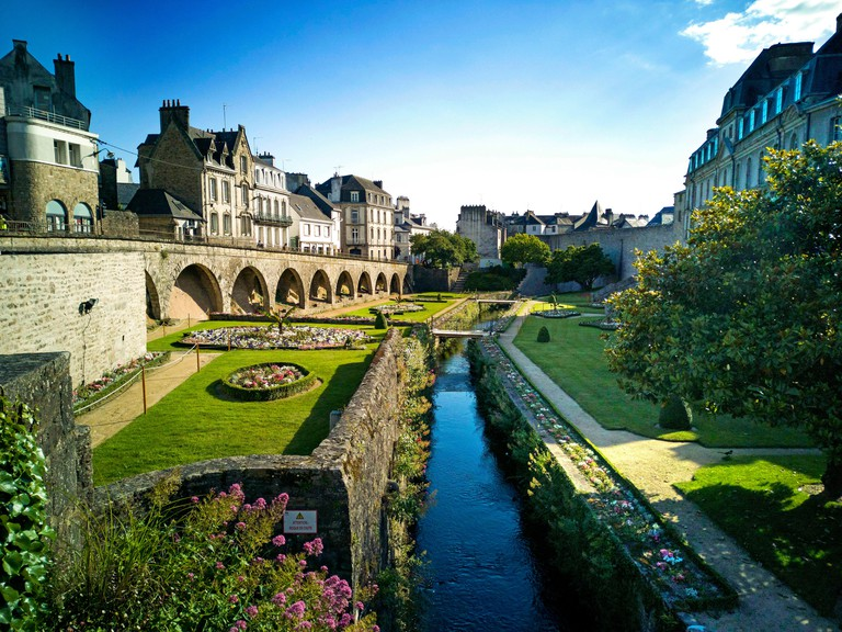 Vannes. Garden and rampart, historic district. Morbihan. Bretagne. France