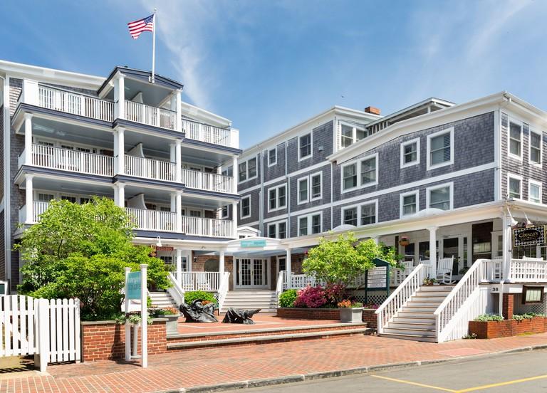 Vineyard Square Hotel & Suites