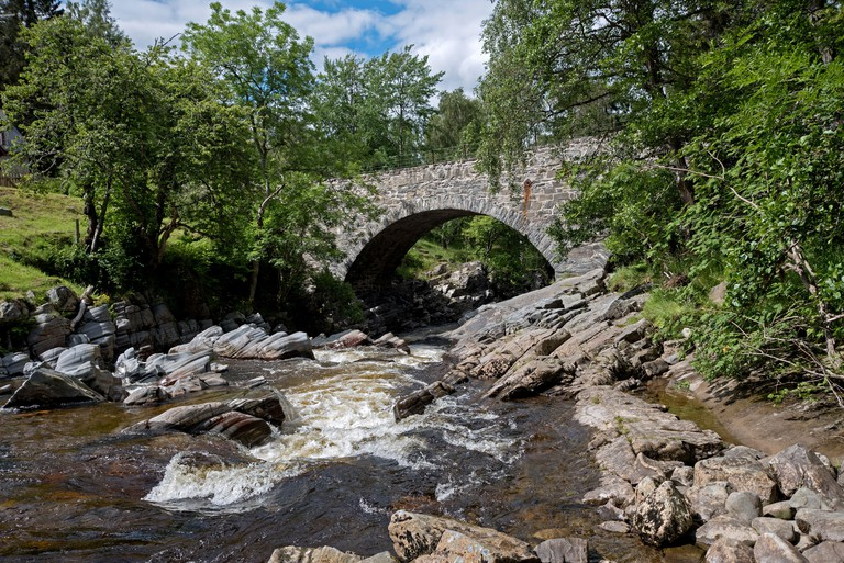 The River Feshie at Feshiebridge near Kingussie in the Cairngorms National Park. - W4ABY9