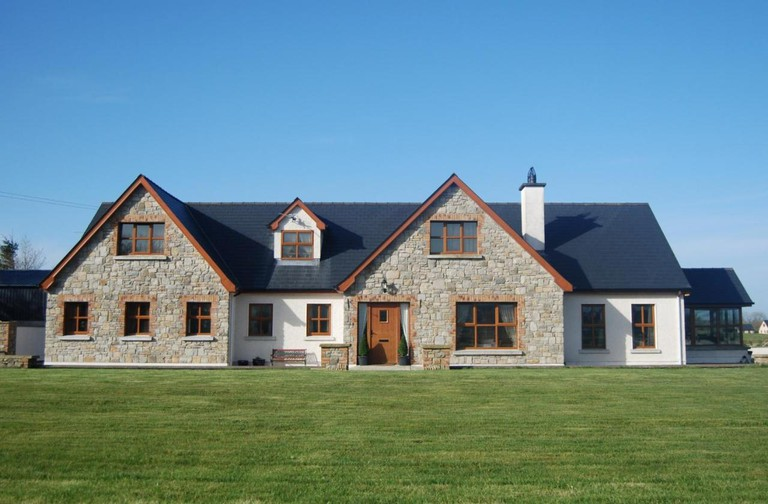 A front-on view of Lissadell Lodge