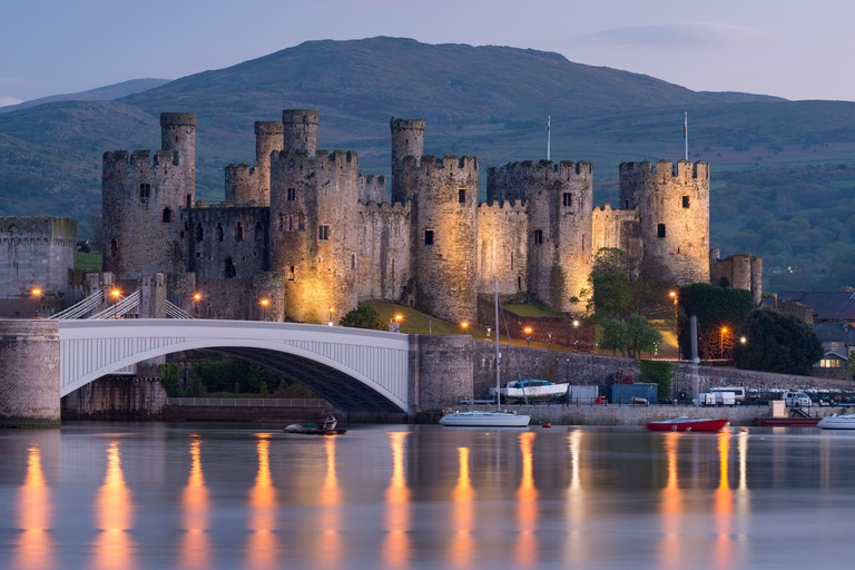 Majestic ruins of Conwy Castle in evening light, UNESCO World Heritage Site, Clwyd, Wales, United Kingdom, Europe