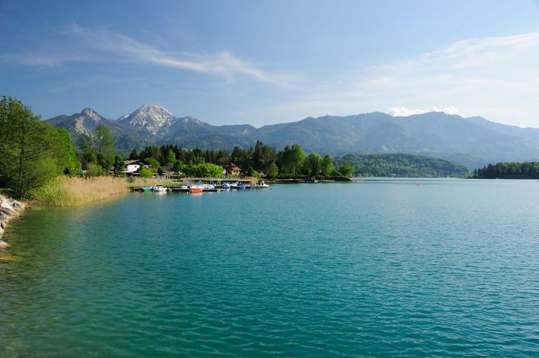 Lake Faaker See and Mittagskogel in the sunlight, Karawanken range, lake Faaker See, Carinthia, Austria, Europe