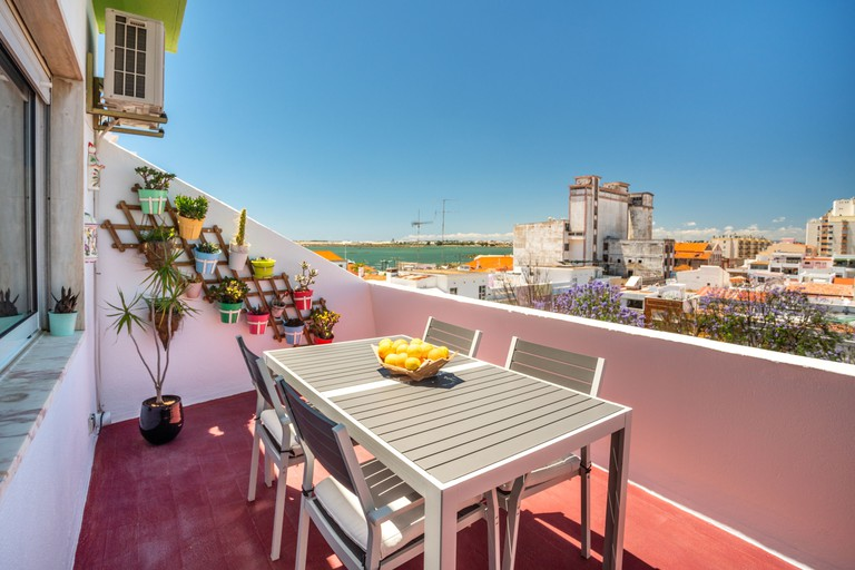 Dreamers Duplex With Seaview_145cb0d4